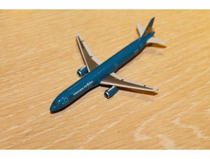 "AIRBUS A321 ""VIETNAM AIRLINES"" HERPA 1/500°"