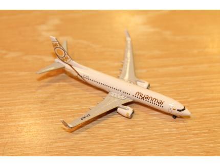 BOEING 737-800 MYANMAR NATIONAL AIRLINES HERPA 1/500°