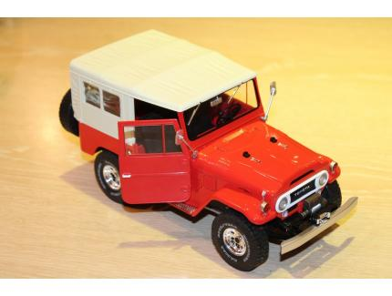 TOYOTA LAND CRUISER ROUGE 1975 T9 1/18°