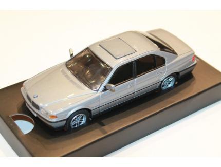 BMW 750iL JAMES BOND CORGI 1/36°