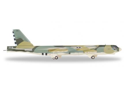 BOEING B-52H STRATOFORTRESS  HERPA 1/200°