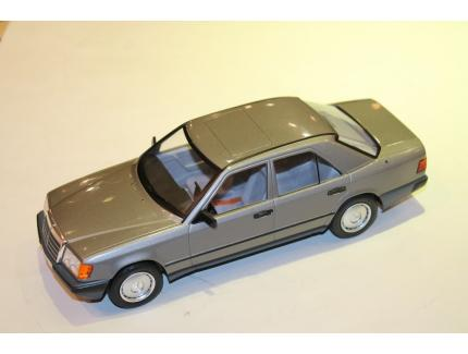 MERCEDES-BENZ W124 1984 MODELCAR 1/18