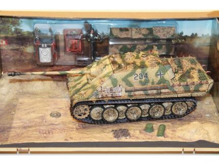 """TANK """"JAGDPANTHER"""" AUSF.G1 FORCES OF VALOR 1/32°"""