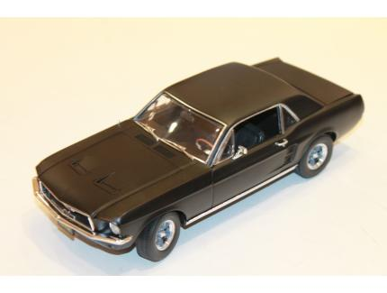 """FORD MUSTANG COUPE NOIR """"CREED"""" 1967 GREENLIGHT 1/18°"""