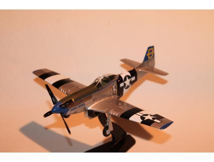 """NORTH AMERICAN P-51 MUSTANG """"JUMPIN JACQUES"""" 1945 HOBBYMASTER 1/48°"""