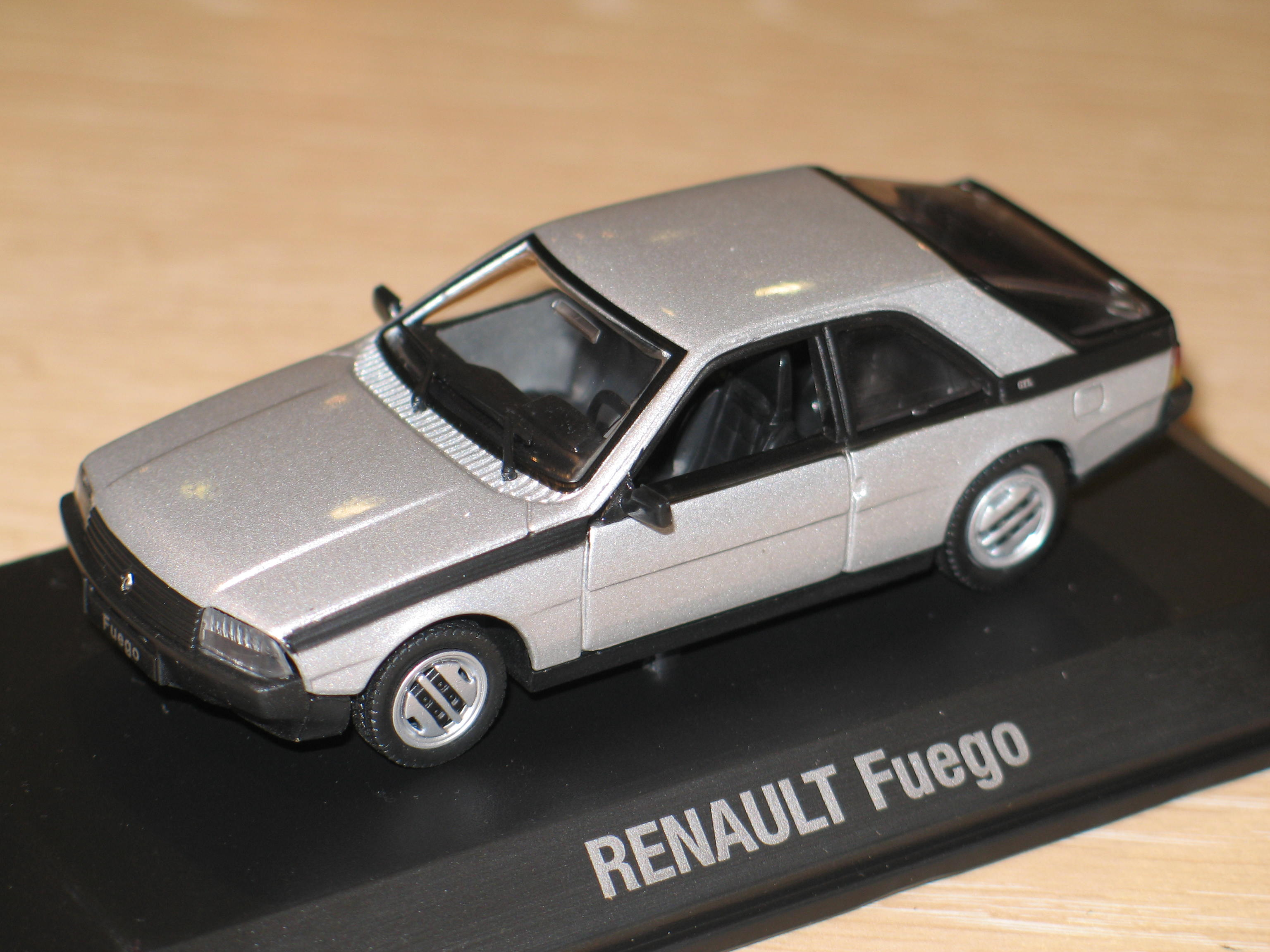 RENAULT FUEGO 1983 GRISE NOREV 1/43°