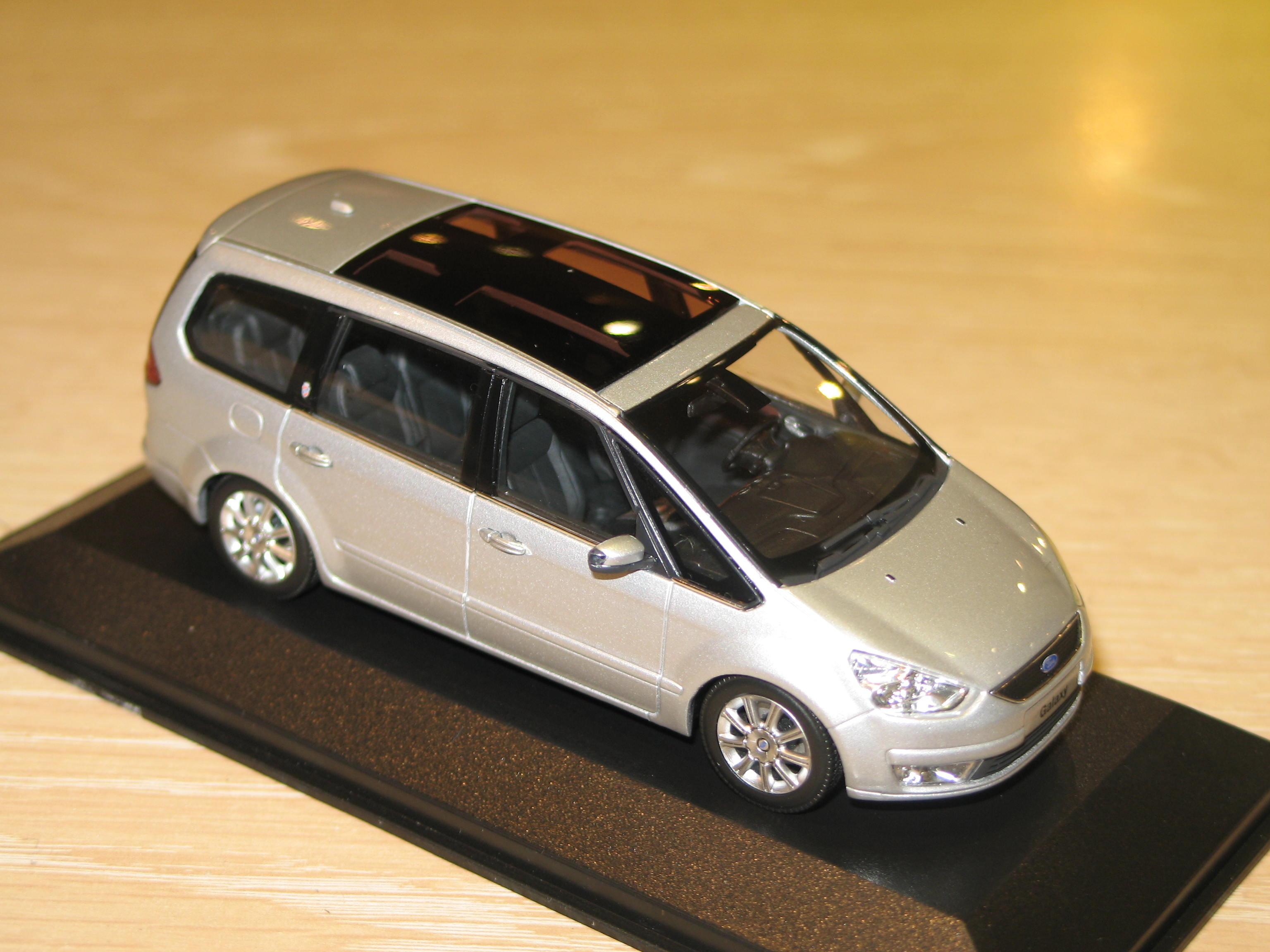 Ford Galaxy de 2006  au 1//43 de Minichamps