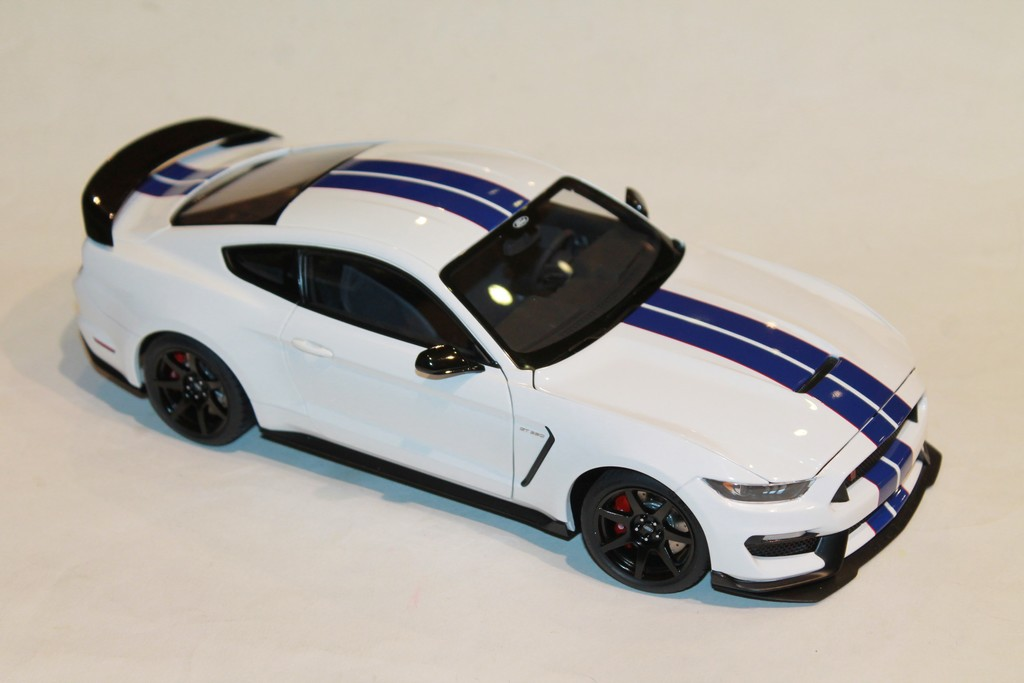 FORD SHELBY GT-350R BLANCHE AUTOART 1/18°