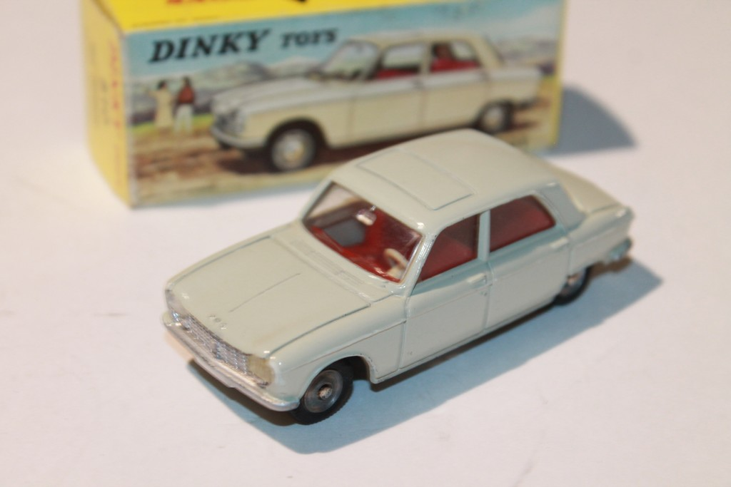 PEUGEOT 204 DINKY TOYS 1/43°