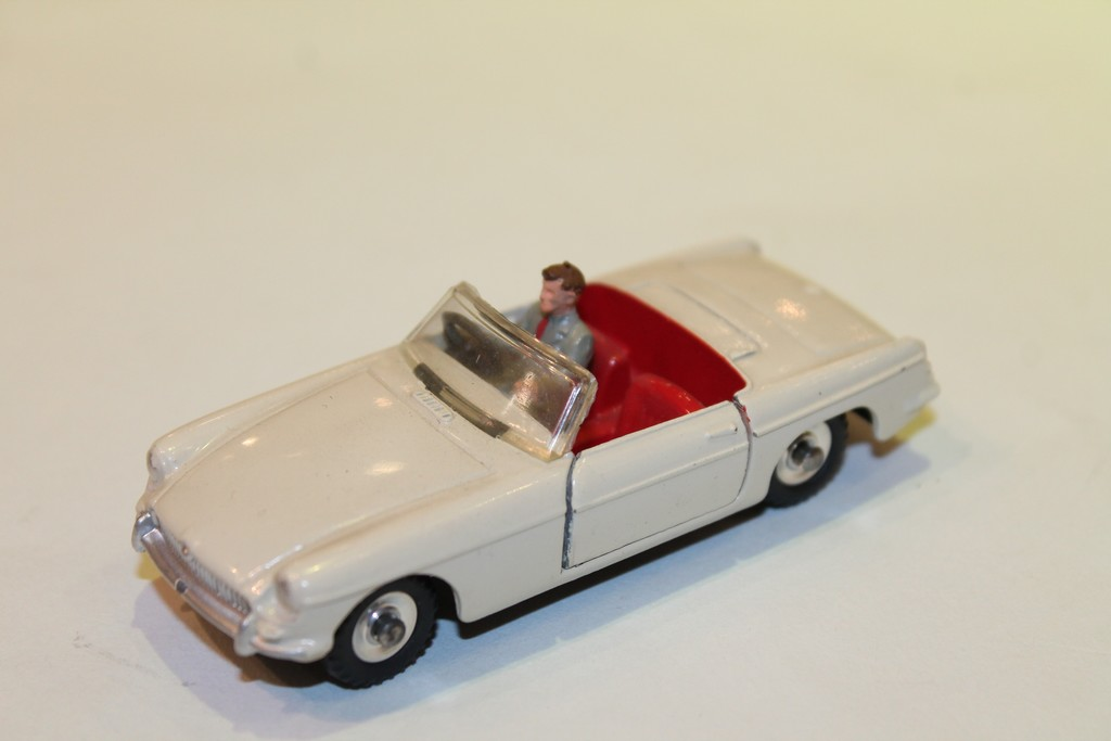 MG B CABRIOLET DINKY TOYS 1/43°