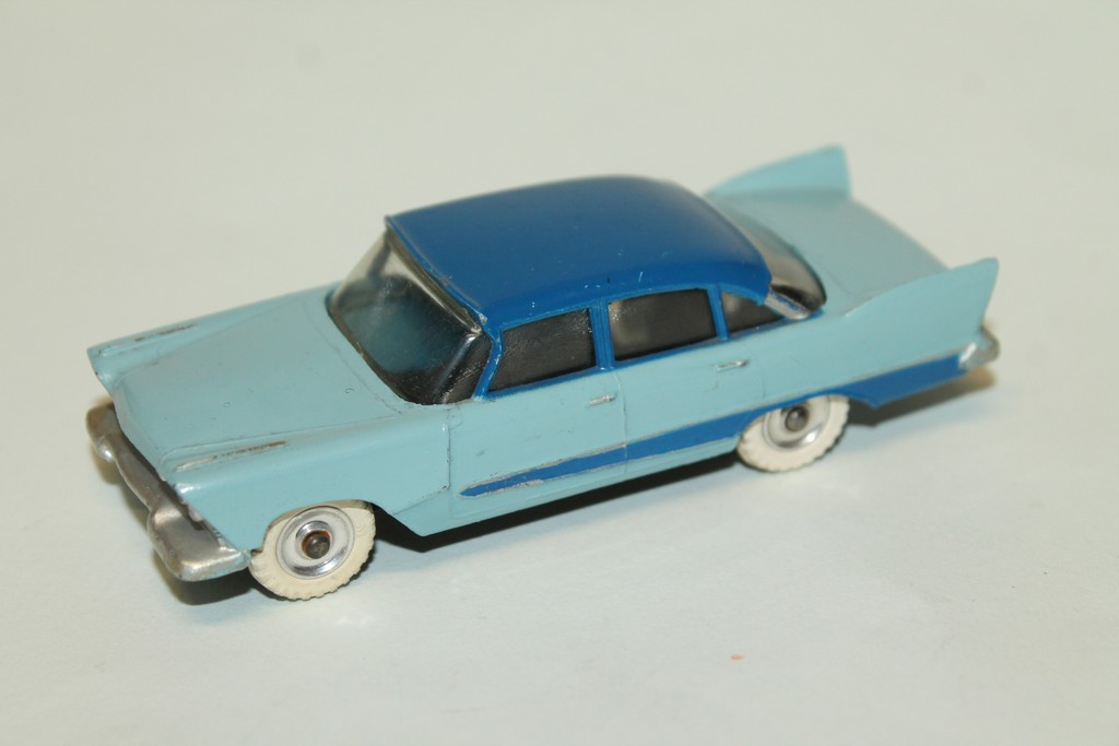 PLYMOUTH PLAZA DINKY TOYS 1/43°
