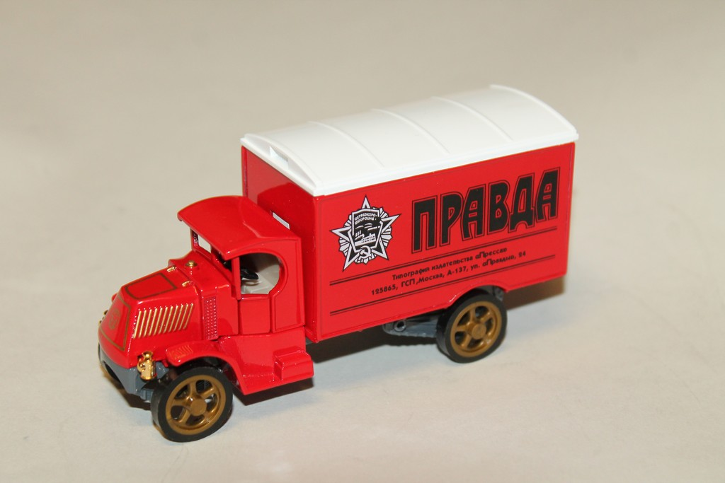 BUS PRAVDA 1994 MATCHBOX COLLECTIBLES 1/50°