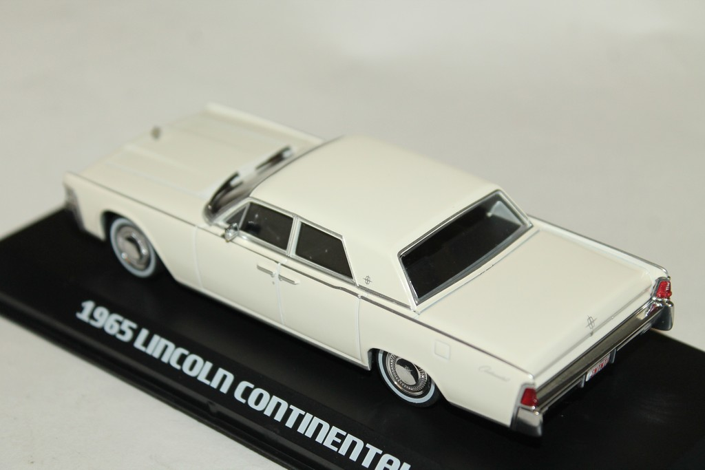 LINCOLN CONTINENTAL BEIGE 1965 GREENLIGHT 1/43°