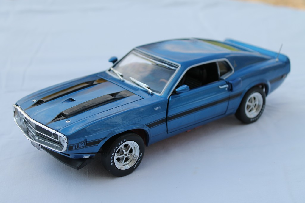 FORD MUSTANG MACH 1 1969 AUTOWORLD 1/18