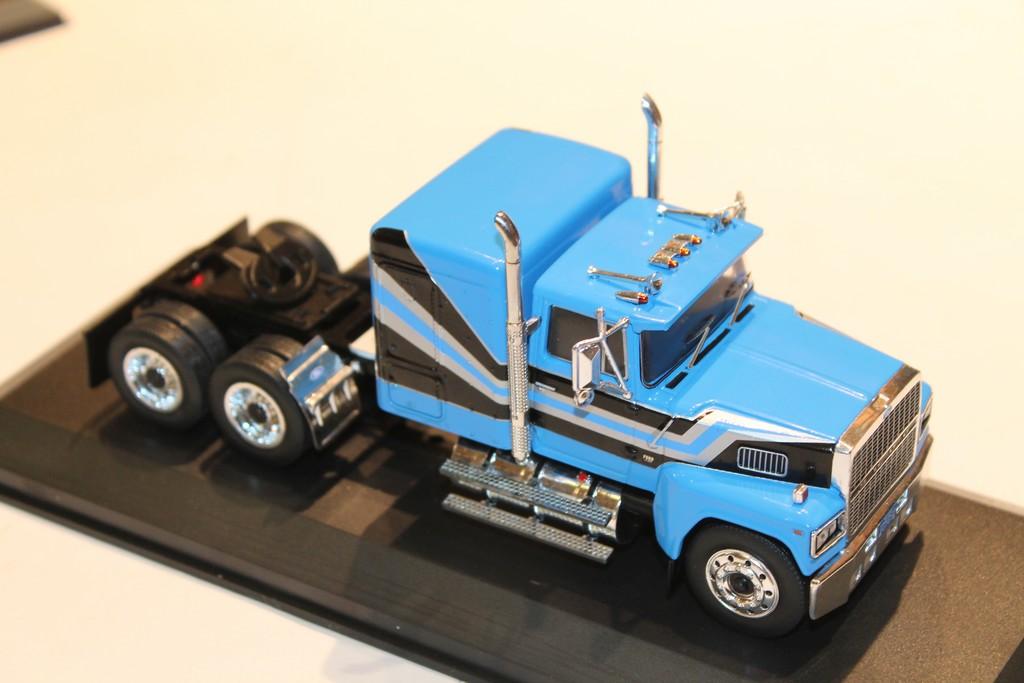 FORD LTL 9000 1978 camion tracteur  1//43  IXO