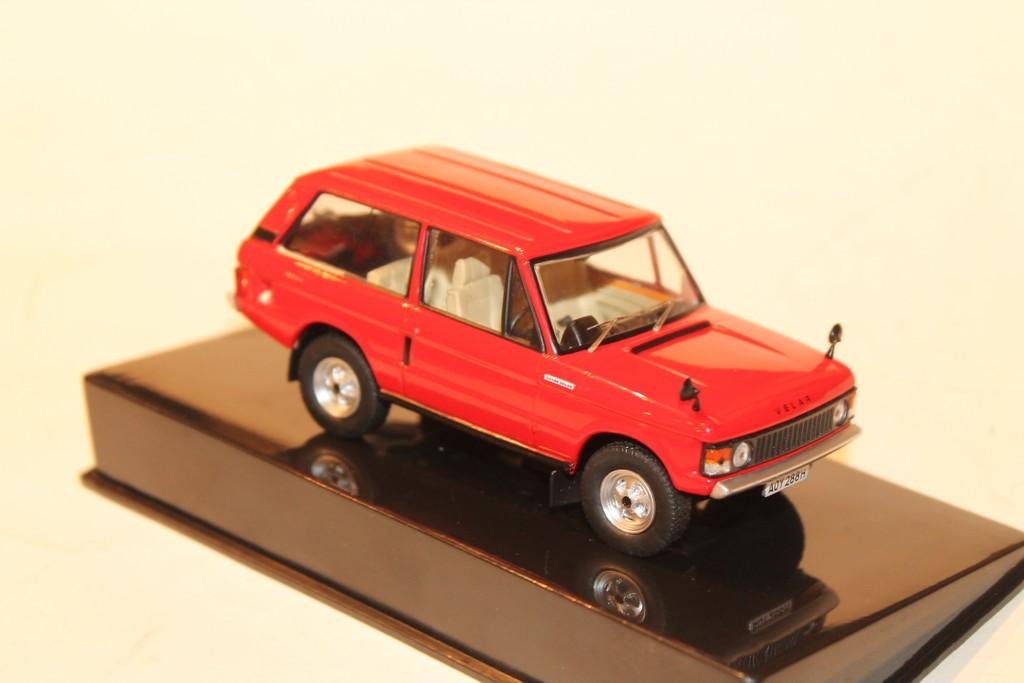 LAND ROVER VELAR RED 1969 1:43 IXO MODEL