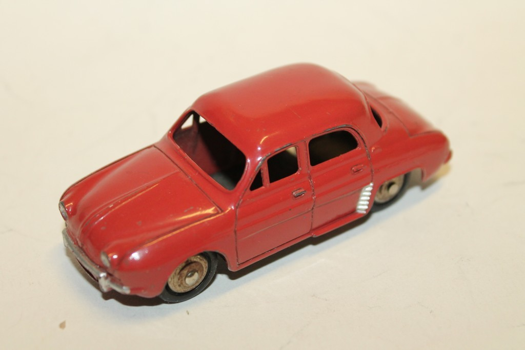 RENAULT DAUPHINE ROUGE DINKY TOYS 1/43°