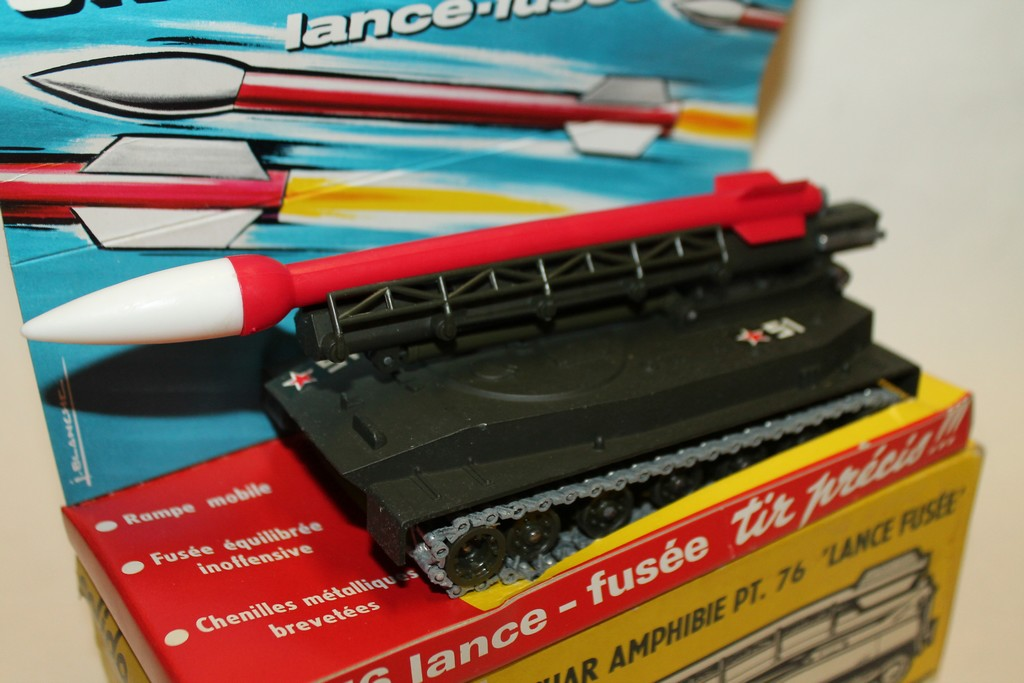 "CHAR AMPHIBIE PT.76 ""LANCE FUSEE"" SOLIDO 1/43°"