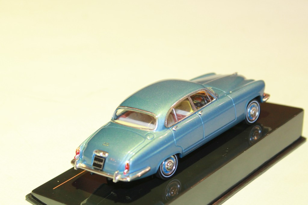 JAGUAR MARK X BLEU 1961 IXO 1/43°
