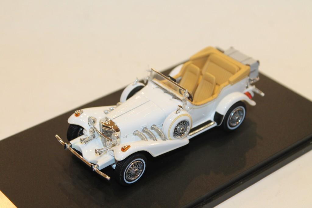 1:18 CMF Excalibur Series 3 Phaéton 1977 white