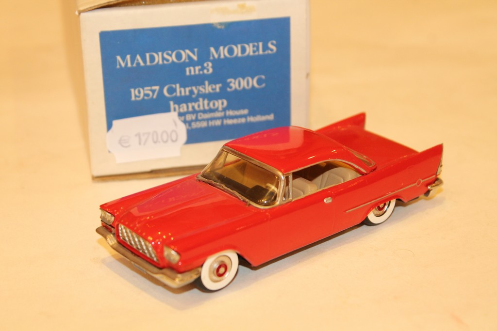 CHRYSLER 300C HARDTOP ROUGE 1957 MADISON MODELS 1/43°