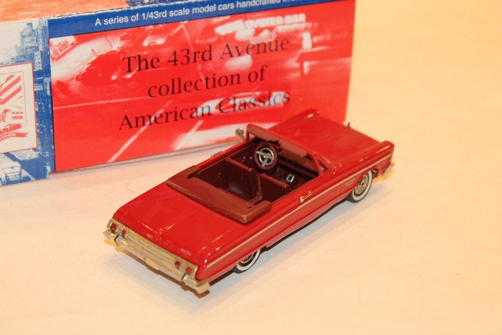 PLYMOUTH FURY CONVERTIBLE ROUGE 1965 MILESTONE 1/43°