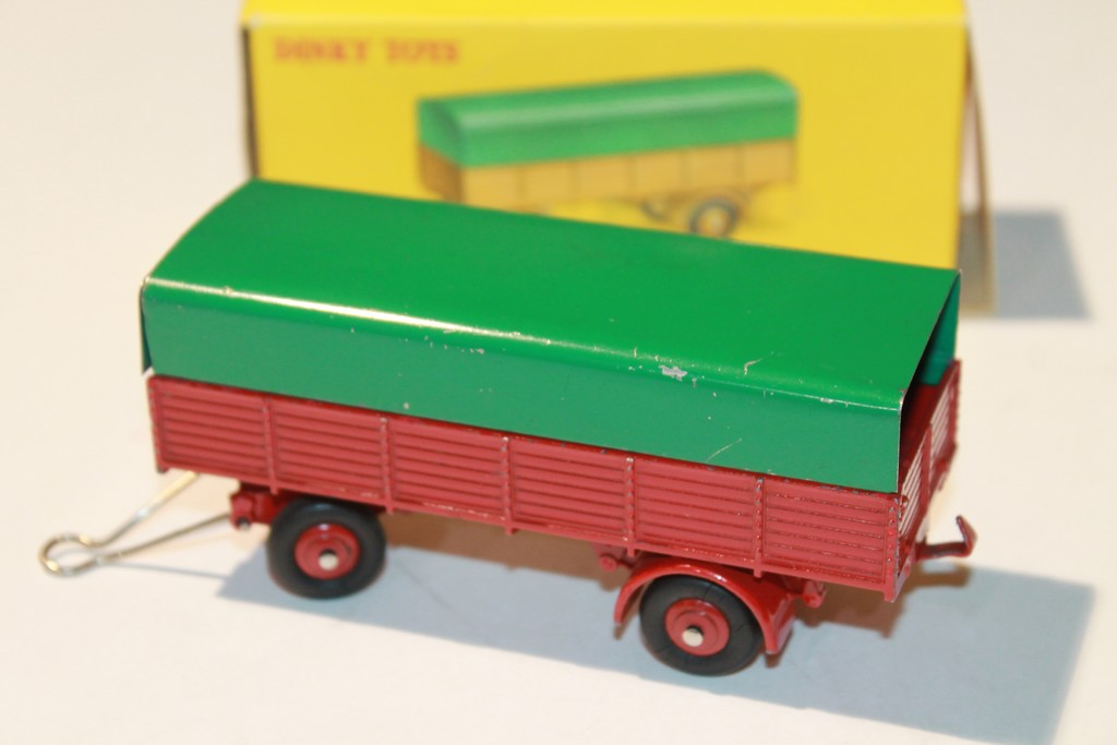 REMORQUE BACHEE ROUGE/VERTE DINKY TOYS 1/43°