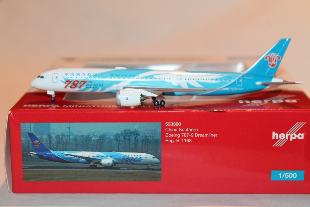 BOEING 787-9 DREAMLINER CHINA SOUTHERN HERPA 1/500